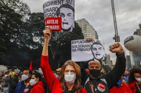 """Demonstrators hold signs that read in Portuguese; """"Impeachment now! Bolsonaro in prison"""" during a protest against Brazilian President Jair Bolsonaro and his handling of the COVID-19 pandemic, on Paulista Avenue in Sao Paulo, Brazil, Saturday, June 19, 2021. (AP Photo/Marcelo Chello)"""