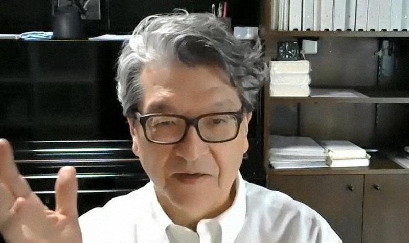 オンラインでインタビューに答える岩井克人さん