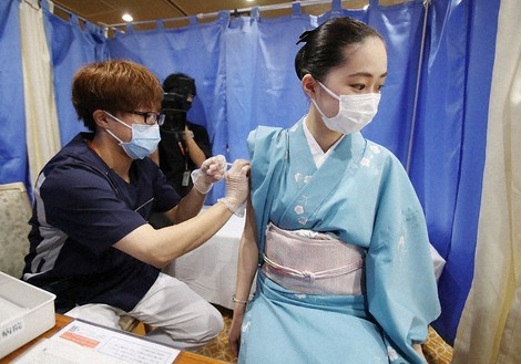 Japan Photo Journal: Hot spring workers get COVID-19 shots ahead of tourism season