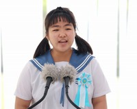 Miharu Uehara, a student at Miyakojima Municipal Nishibe Junior High School, recites a poem for peace during a ceremony to remember the victims of the Battle of Okinawa, at Okinawa Peace Memorial Park in the city of Itoman, Okinawa Prefecture, on June 23, 2021. (Mainichi/Shinnosuke Kyan)
