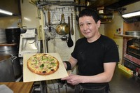 Seiji Kaetsu, the owner of a takeaway pizza shop that provides free pizza to children in need, is seen in the city of Chiba's Chuo Ward on May 11, 2021. (Mainichi/Tomohiro Shibata)