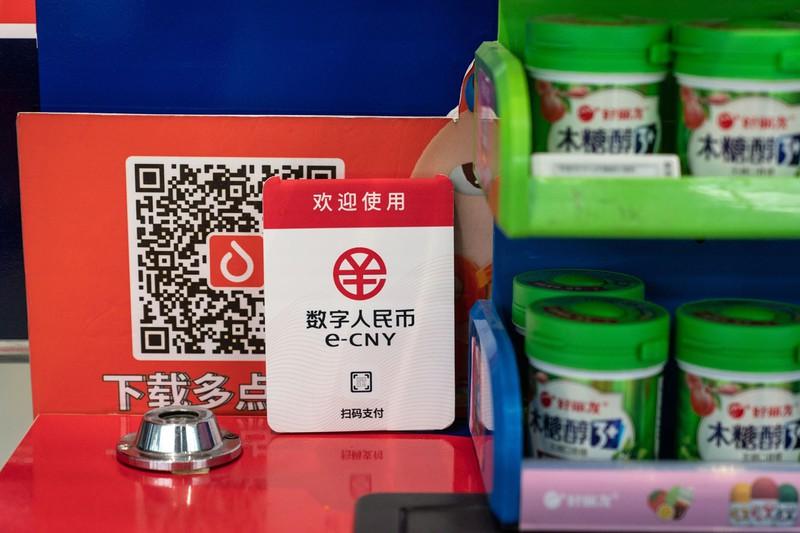 北京市内のスーパーで行われているデジタル人民元の実証実験 (Bloomberg)