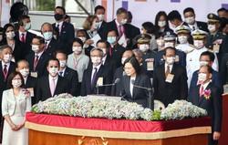 建国記念日に当たる「双十節」の式典で、中国をけん制した台湾の蔡英文総統(台北で2020年10月10日) (Bloomberg)
