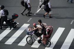 女性の労働時間は伸びるのか? (Bloomberg)