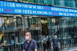 成長が続く中国市場に注目が集まっている (Bloomberg)
