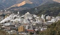 Plumes of steam are seen rising from hot springs in Beppu, Oita Prefecture. (Mainichi/Junko Adachi)