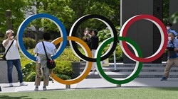 オリンピック・パラリンピックのシンボルである五輪マーク=東京都新宿区で2021年6月3日、大西岳彦撮影