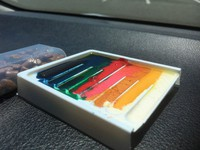 Crayons on the dashboard began to melt about 10 minutes into the experiment. (Photo courtesy of the Japan Automobile Federation's Yamagata branch)