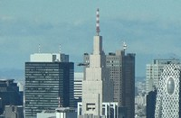 This image from video footage shows a U.S. Army Black Hawk helicopter passing near high-rise buildings in the Shinjuku area of Tokyo at an altitude of around 200 meters. (Mainichi/Hiroyuki Oba)