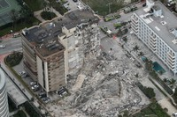 This aerial photo shows part of the 12-story oceanfront Champlain Towers South Condo that collapsed early on June 24, 2021 in Surfside, Florida. (Amy Beth Bennett /South Florida Sun-Sentinel via AP)