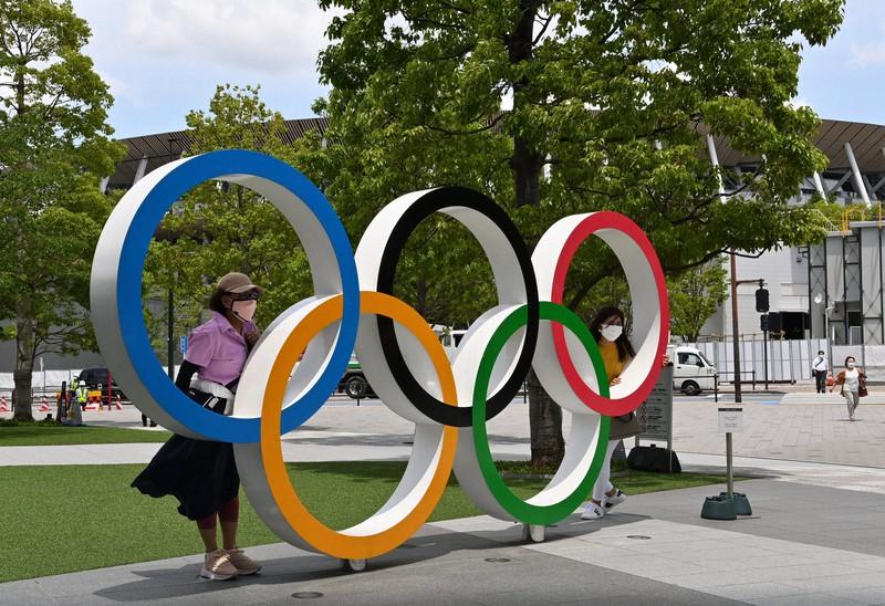 「ジャパン・スポーツ・オリンピック・スクエア」前の五輪マーク=東京都新宿区で2021年6月3日、大西岳彦撮影