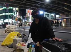 約5カ月に及ぶ路上生活を経験した尾中祐樹さん。ここで多くの人たちとの出会いがあった=東京都新宿区で2021年2月7日、黒田阿紗子撮影