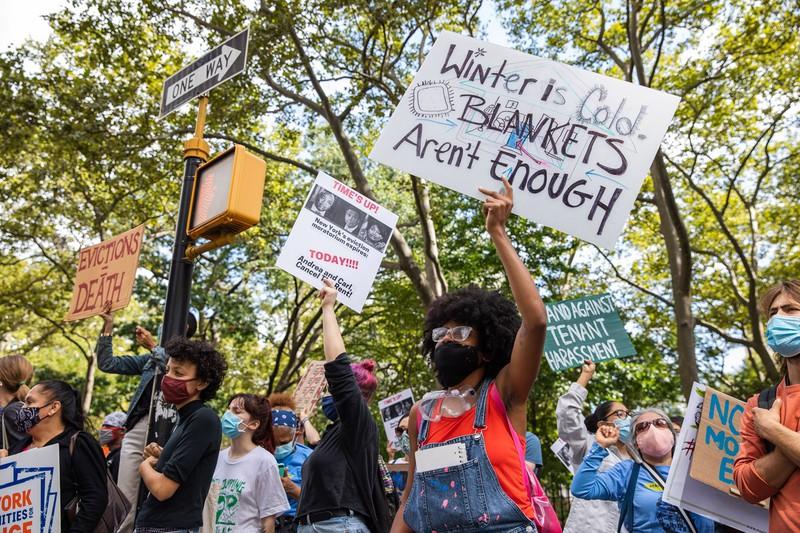 立ち退き反対を呼びかけるデモ参加者(2020年10月、ニューヨークで) (Bloomberg)
