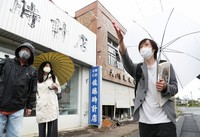 Tatsuhiro Yamane, right, explains the current situation concerning the town of Futaba, Fukushima Prefecture, to participants during a tour around the town on June 19, 2021. (Mainichi/Yohei Koide)