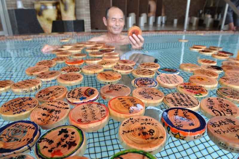 """""""100 Thank You Baths"""" yang mengungkapkan rasa terima kasih atas kayu cemara Owase yang menipis = disediakan oleh Yumekodo"""