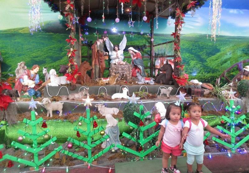 ニカラグアの首都マナグアの街頭に並んだクリスマス飾り(写真は筆者撮影)