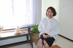がん患者向け美容サロン「セレナイト」を運営するさとう桜子さん。サロンを移転し、今月から新しい場所でスタートを切った=東京都品川区で2021年6月21日、鈴木敬子撮影