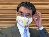 Administrative reform minister Taro Kono is seen at the prime minister's office in Tokyo on March 23, 2021. (Mainichi/Kan Takeuchi)