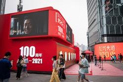 中国共産党の建党100周年で祝賀ムードが漂うが…… (Bloomberg)