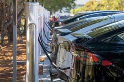 インフラ投資案の合意で、全米で充電スタンドの整備が進む (Bloomberg)