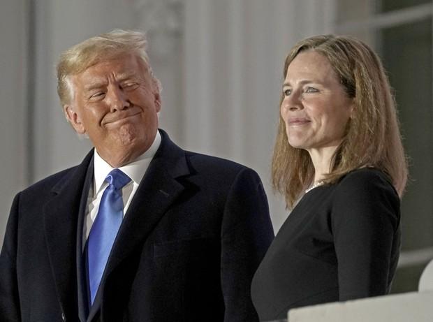 2020年10月に最高裁判事に就任したエイミー・コニー・バレット氏は狂信的カトリック教徒として知られる Bloomberg