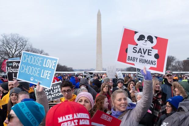 毎年恒例のマーチフォーライフ(いのちの行進)で中絶反対を訴えるプロ・ライフの人々 Bloomberg