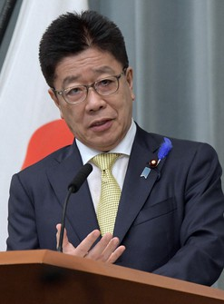 Japanese Chief Cabinet Secretary Katsunobu Kato attends a press conference at the prime minister's office in Tokyo on July 12, 2021. (Mainichi/Kan Takeuchi)