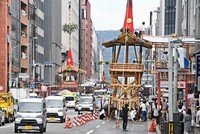 "From right, the ""tsuki hoko,"" ""naginata hoko,"" and ""kanko boko"" floats are seen in Shijo-dori street in the city of Kyoto's Shimogyo Ward, on July 12, 2021, for the first time in two years. (Mainichi/Kazuki Yamazaki)"