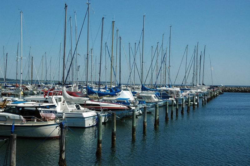 デンマークの港町には必ずヨットハーバーがある