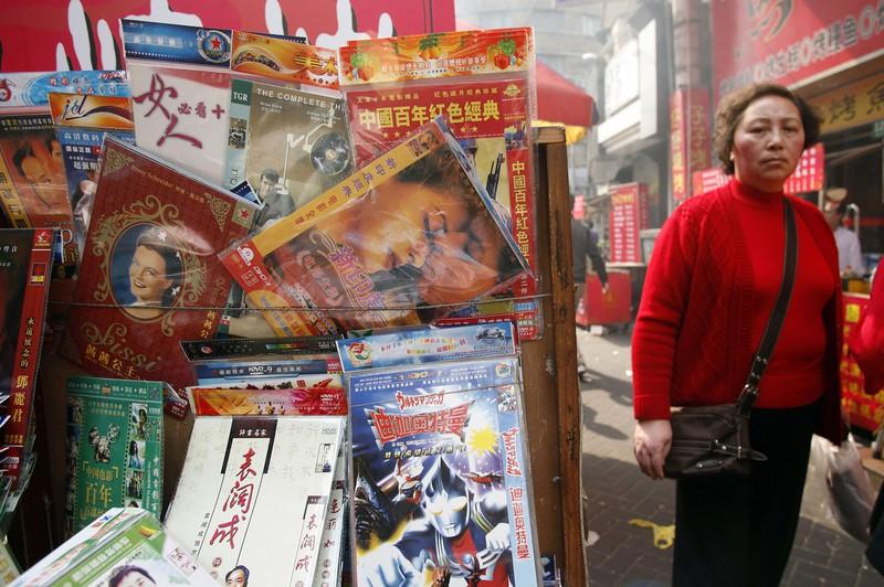 法改正で海賊版の横行に歯止めがかかることが期待される(中国・上海) (Bloomberg)