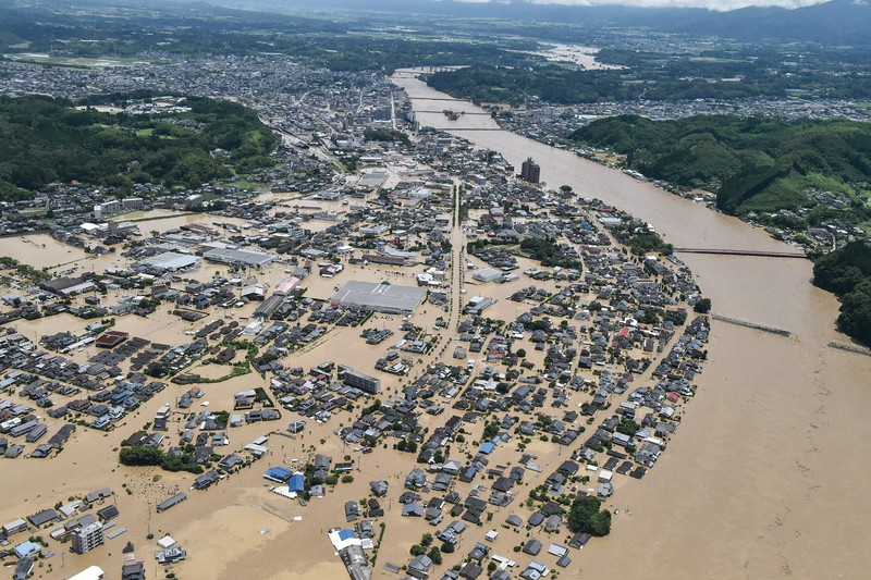 球磨川が氾濫して水没した熊本県人吉市の市街地(2020年7月)