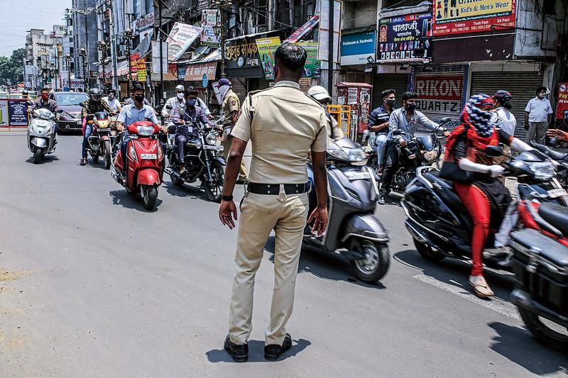 20年の交通事故は違反者への罰則が強化されたこともあり大幅減に (Bloomberg)