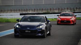 共同開発したスポーツカーでもトヨタとスバルでは「走りの思想」が違うという=千葉県の袖ケ浦フォレストレースウェイで2021年7月13日、川口雅浩撮影