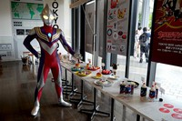 Ultraman Tiga, who debuted 25 years ago, is seen at Ultraman Cafe: Go Beyond 55th Anniversary in Tokyo's Sumida Ward on July 15, 2021. (c) Tsuburaya Productions Co. (Mainichi/Yukiko Murata)