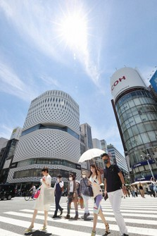 People walk in the Ginza shopping district after the rainy season ended in the Kanto region, in this photo taken in Tokyo's Chuo Ward on July 16, 2021. (Mainichi/Kentaro Ikushima)