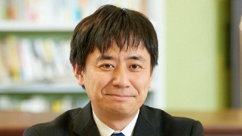 """""""Saya sendiri pada dasarnya positif tentang menyuntik anak-anak, tetapi saya setuju dengan gagasan bahwa"""" pertama-tama, orang dewasa di sekitar anak akan melindungi anak dengan menyuntiknya secara aktif, """"kata Masahiko Sakamoto."""