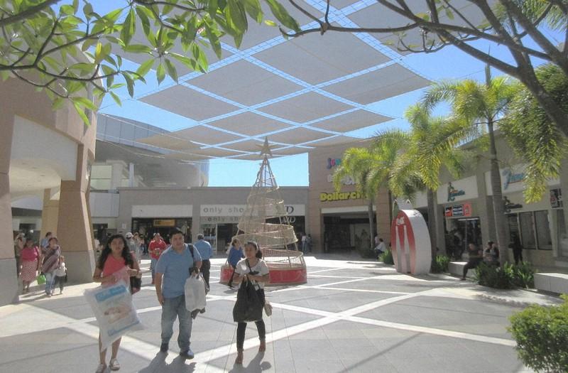 サンサルバドルのショッピングモールのメトロ・セントロ。デザインセンスも清潔さも秀逸(写真は筆者撮影)
