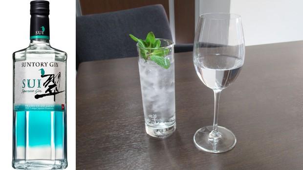 家飲みにもオススメの「サントリージャパニーズジン翠(SUI)」サントリー提供(左)。適切なグラフを使えば、ジンもさらにおいしくなる。
