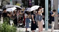 東京は梅雨明けとともに強い日差しが照りつけ、猛暑に見舞われている=東京都中央区で2021年7月16日、幾島健太郎撮影