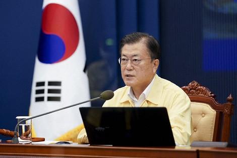 「いびつな」歴史に終止符?文在寅氏の立場から考えた韓国大統領選
