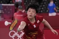 Akane Yamaguchi of Japan plays against Pakistan's Mahoor Shahzad during their women's singles badminton match at the 2020 Summer Olympics, on July 24, 2021, in Tokyo. (AP Photo/Dita Alangkara)