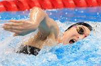 Japanese swimmer Rikako Ikee competes in her 4x100-meter freestyle relay heat at the Tokyo Olympics on July 24, 2021, at Tokyo Aquatics Centre. (Mainichi)