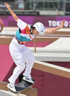 Momiji Nishiya performs her first run during the women's street skateboarding preliminaries at Ariake Urban Sports Park in Tokyo on July 26, 2021. (Mainichi/Toshiki Miyama)