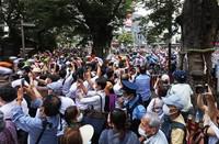 People gather along the men's cycling road race course in Fuchu, Tokyo, on July 24, 2021. (Mainichi/ Masahiro Ogawa)