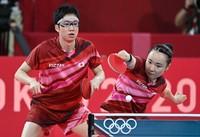 Japan's Jun Mizutani, right, and Mima Ito are seen during the table tennis mixed doubles final at Tokyo Metropolitan Gymnasium, on July 26, 2021. (Mainichi/Takehiko Onishi)