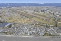 This aerial photo shows Kochi Ryoma Airport and the surrounding area in Nankoku, Kochi Prefecture, on Nov. 21, 2019. (Mainichi)