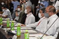 The Ministry of Health, Labor and Welfare's COVID-19 Advisory Board expert panel is seen meeting in Chiyoda Ward, Tokyo, on July 28, 2021. (Mainichi/Hidenori Yazawa)