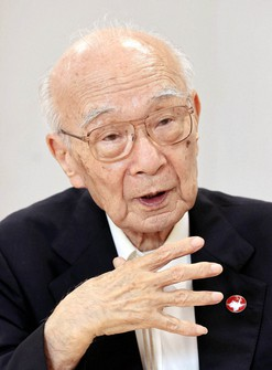 Terumi Tanaka, co-chair of the Japan Confederation of A- and H-Bomb Sufferers Organizations, is seen speaking at a face-to-face interview after his online meeting with the Mainichi Shimbun, in Tokyo's Bunkyo Ward on July 14, 2021. (Mainichi/Kentaro Ikushima)