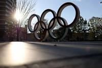 The Olympic rings are seen backlit by the afternoon sun in Tokyo's Shinjuku Ward.  (Mainichi/Masahiro Ogawa)