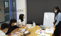 Students discuss the making of a disaster prevention handbook. (Photo courtesy of Wakayama University)